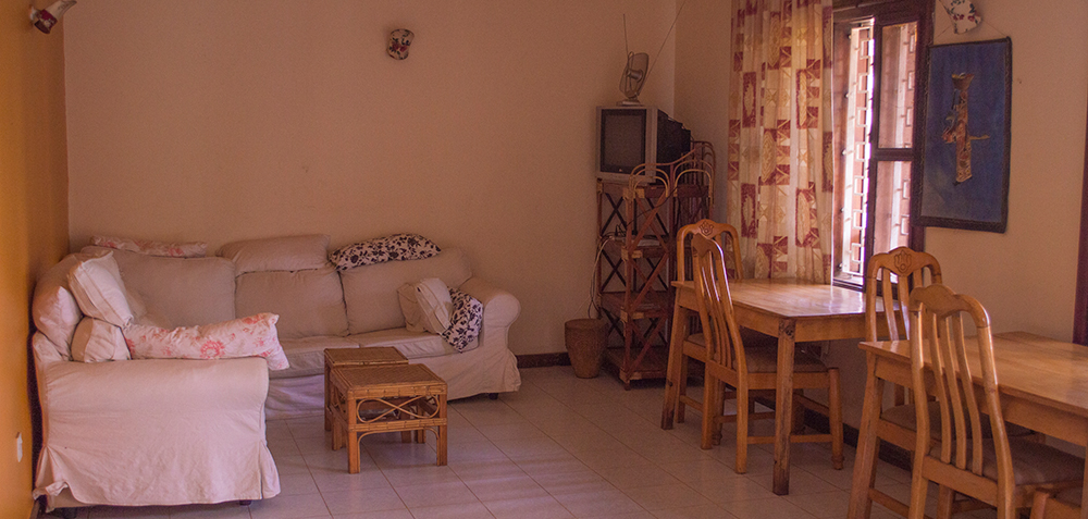 ICU-Guesthouse-Kampala-Uganda-dining-room-home06